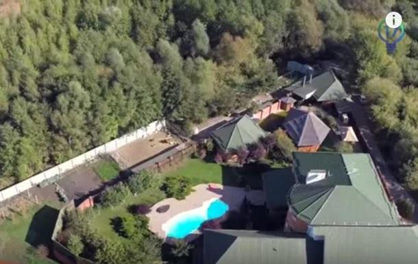 Незадекларированный особняк Шокина показали СМИ