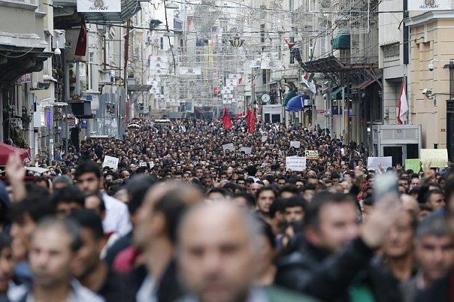 ФОТО:Кровавый теракт в Турции: 97 жертв, в Стамбуле протесты