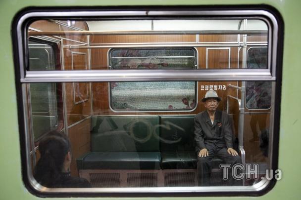 Фото: Метро в КНДР: без пассажиров и рекламы