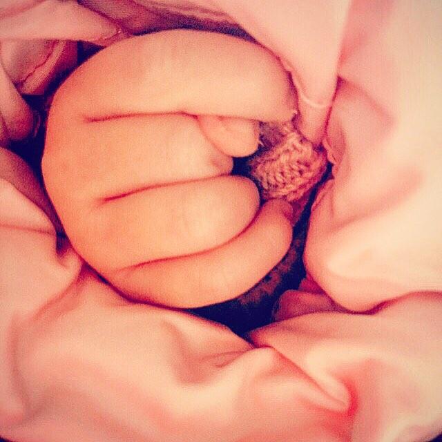 Иван Ургант показал новорожденную дочь (ФОТО)