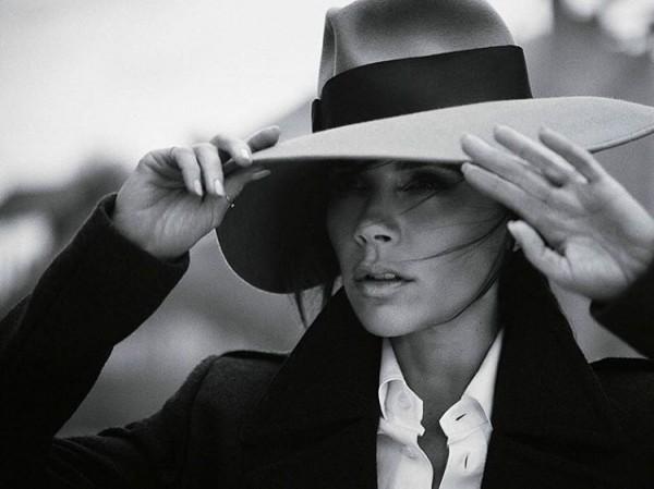 Виктория Бекхэм украсила ноябрьскую обложку Voguе (ФОТО)