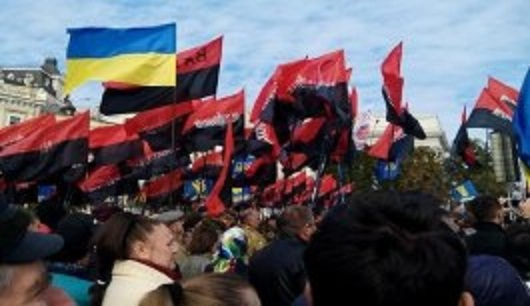 """В Киеве во время """"Марша Героев"""" прогремел взрыв (ВИДЕО)"""