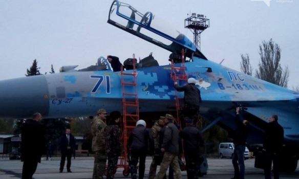 Порошенко полетал на отремонтированном истребителе (ФОТО)
