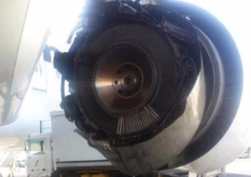 Фото: Двигатель «Боинга» рассыпался в воздухе