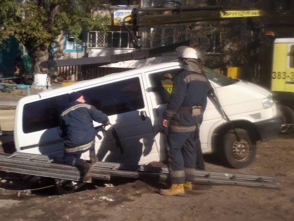 На Лесном массиве автомобиль провалился под землю