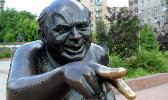 Памятник Евгению Леонову сдали в металлолом