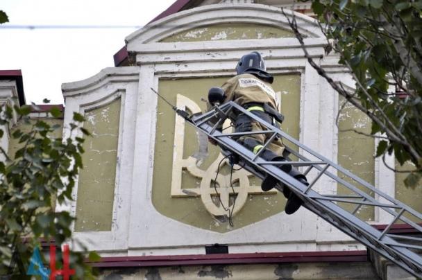Боевики убили в Донецке славянский герб (ФОТО)