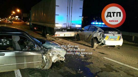Фото: ДТП: В Киеве полицейское авто попало в трагедию