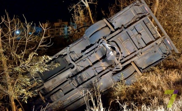Фото: ДТП в Одессе: Маршрутка с пассажирами опрокинулась