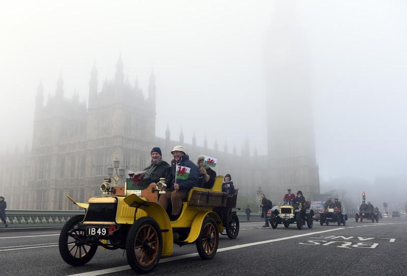 В Лондоне проходит ежемесячный автопробег до Брайтона (ФОТО)
