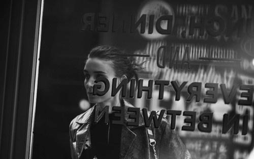 Артистка Руни Шлюшка снялась для издания Interview (ФОТО)