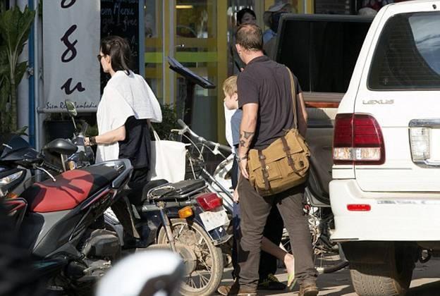 Анджелина Джоли обживается в Камбодже (ФОТО)