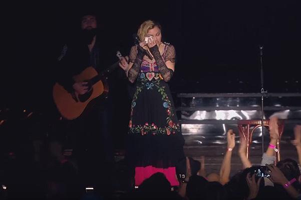 Мадонна приняла решение не останавливать гастроли из-за терактов во Франкфурте