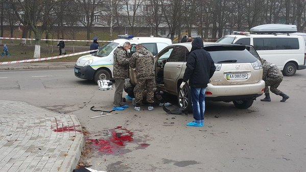 ФОТО, ВИДЕО: В Киеве подорвался Лексус: автолюбителю откололо ногу