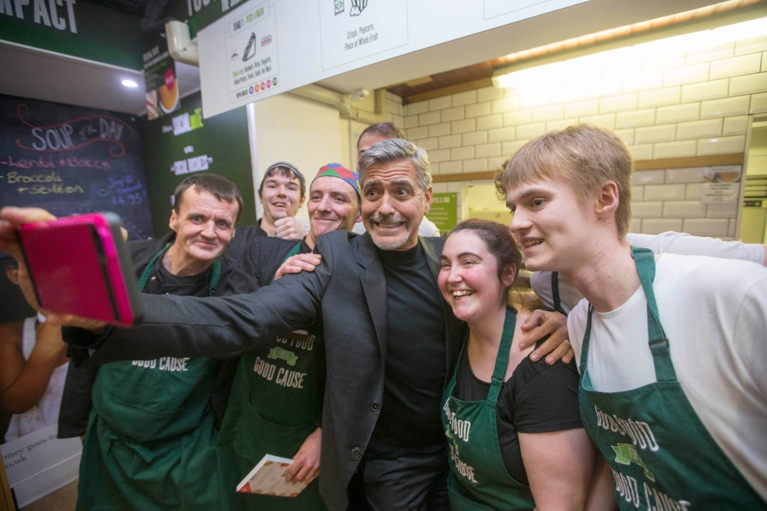 Джордж Клуни сфотографиловался с прежними бескровными (ФОТО)