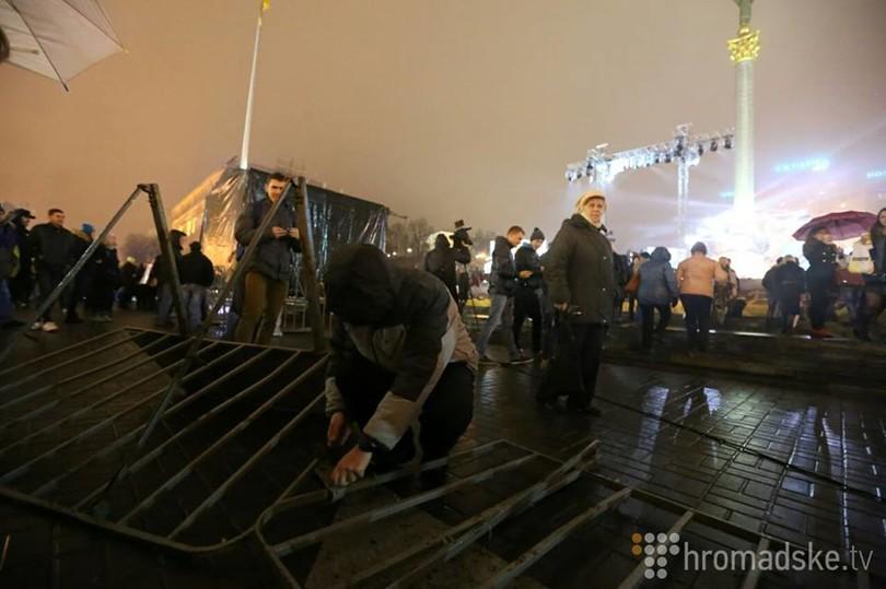 На Майдане функционеры оборвали вечер (ФОТО)