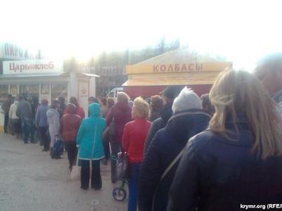 В Севастополе большие очереди за хлебом