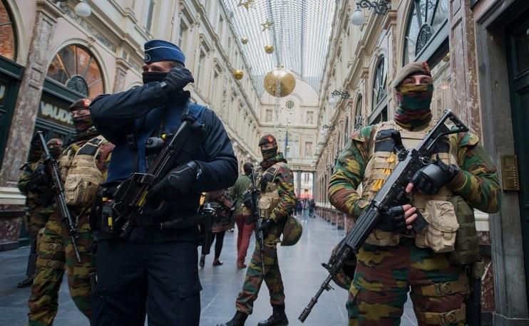 Фото: Иначе в Брюсселе: все прикрыто, автотранспорт не идет