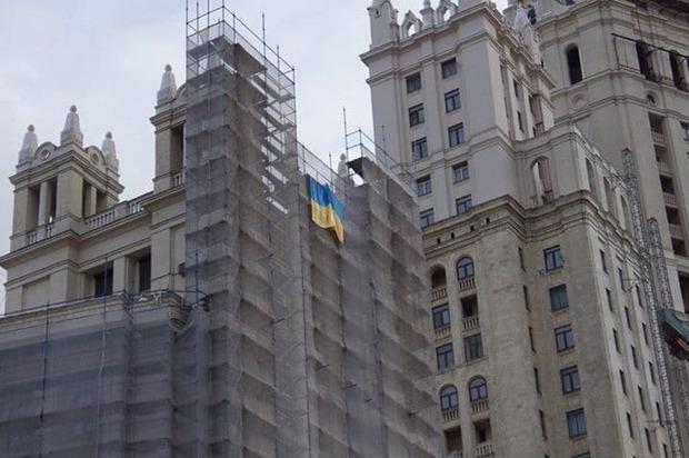В городе Москва на годовщину Майдана был замечен знак Украины (ФОТО)