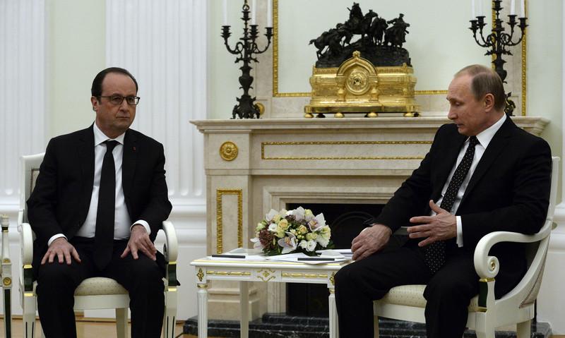 Олланд и Путин в процессе встречи не наблюдали друг на дружку