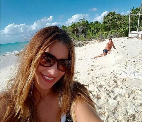 София Вергара и Джо Манганьелло радуются карамельным месяцем