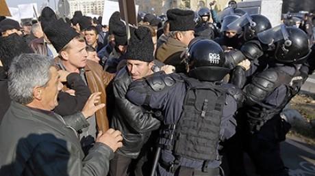 Фото: В Румынии пастухи штурмуют парламент