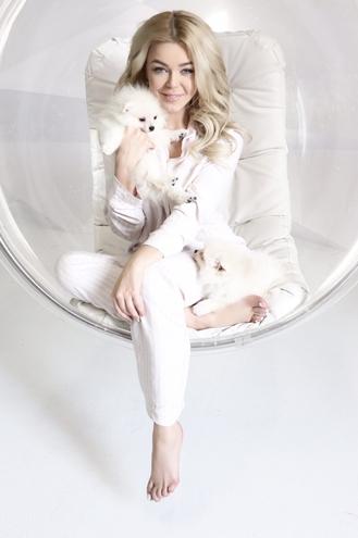 Алина Гросу представила авторскую песню