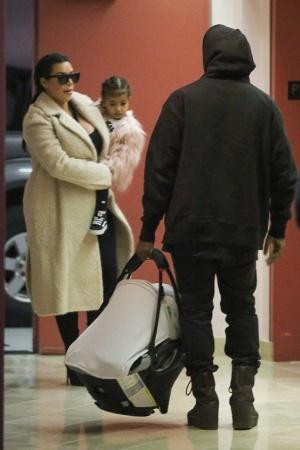 Ким Кардашьян появилась на публике после родов (ФОТО)