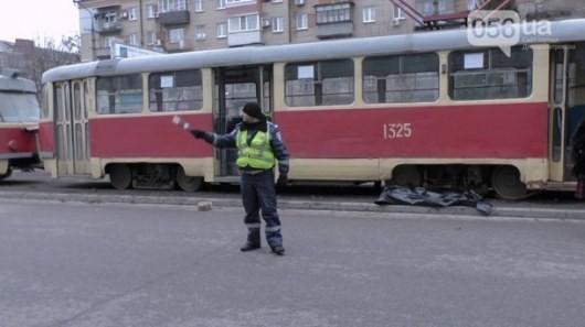 Фото: В городе Днепропетровск девушка была убита под колесами трамвая