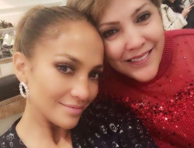 Дженнифер Лопес продемонстрировала собственную мать (ФОТО)