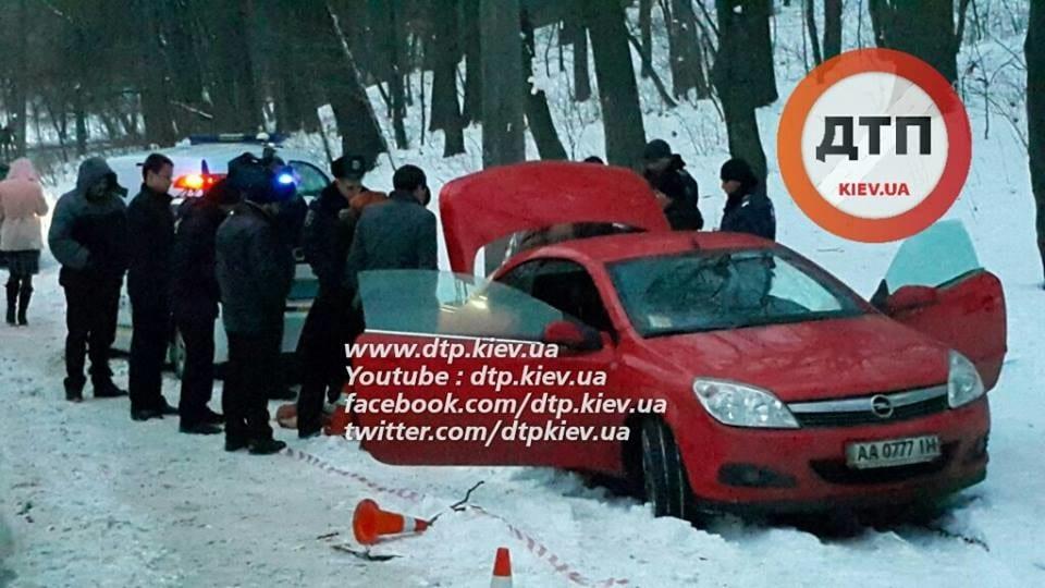 Самоубийство водителя в киевском парке
