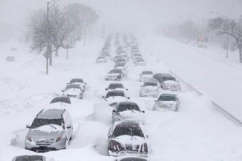 В США снежная буря века унесла жизни 25 человек (ФОТО)