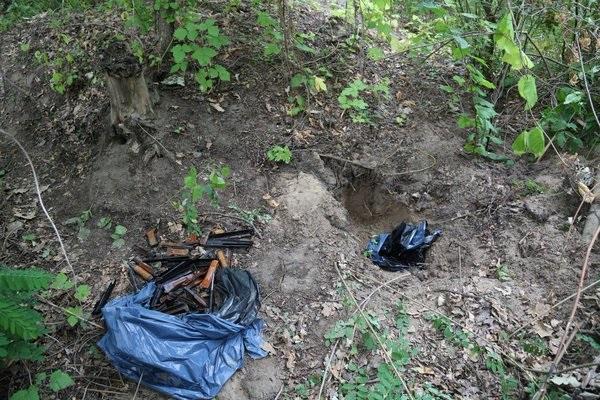 Оружие, из которого стреляли майдановцев, найдено в водоеме