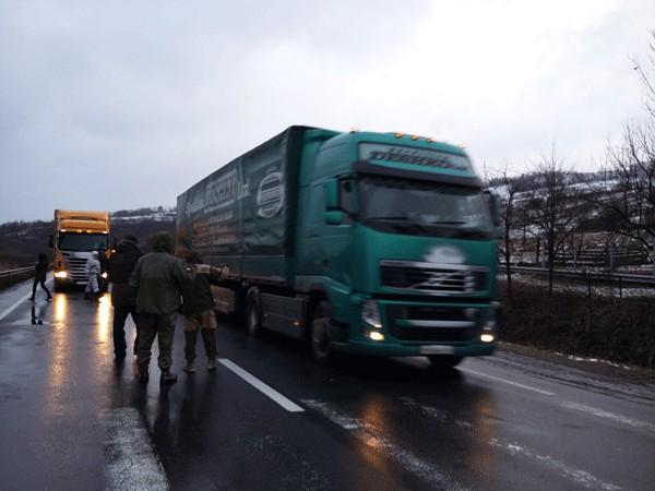 На Закарпатье ПС блокирует отъезд фур из РФ в Европу