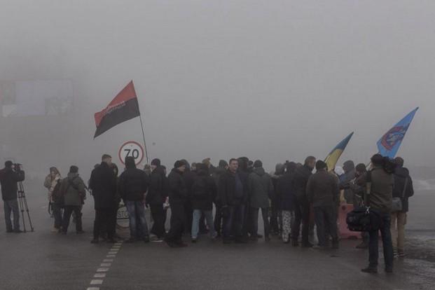 Фото: На Харьковщине также блокируют отечественные фуры