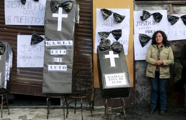 ФОТО: В Боливии функционеры сожгли мэрию совместно с работниками