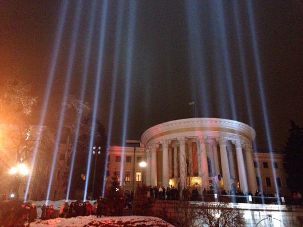 На улице Героев Лазурной Тысячи зажгли «лучи Достоинства»