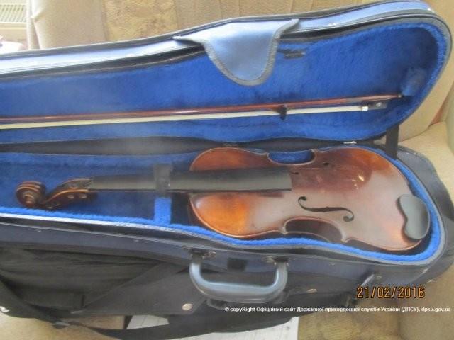 Фото: Француз старался свезти из Одессы старые скрипки