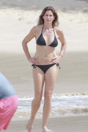 Синди Кроуфорд сразила фигурой в бикини (ФОТО)