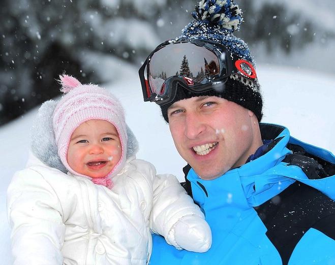 Кейт Миддлтон с супругом и детьми направились на каникулы