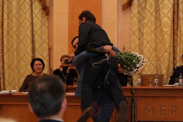 В Одессе Боровика вынесли на руках из мэрии (ФОТО, ВИДЕО)