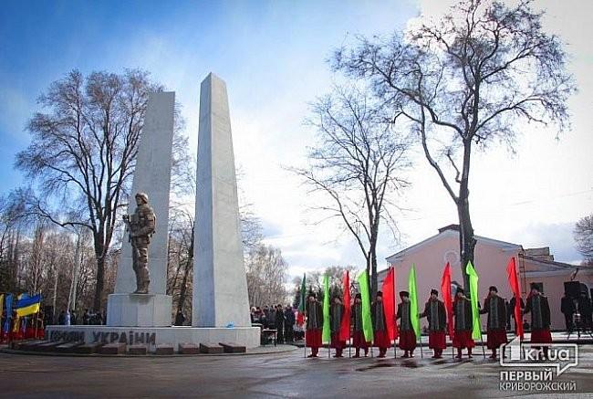 ФОТО: В Украине открыли первый памятник героям АТО