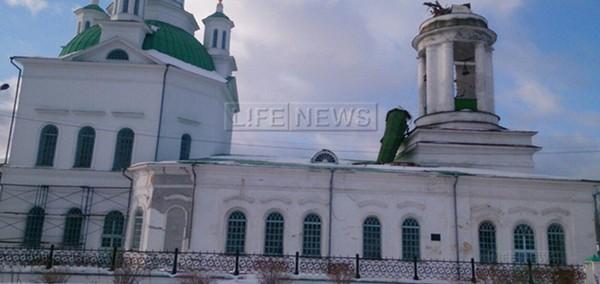 В России оборвало крест со Свято-Троицкого храма.  Всемилостивый сигнал?
