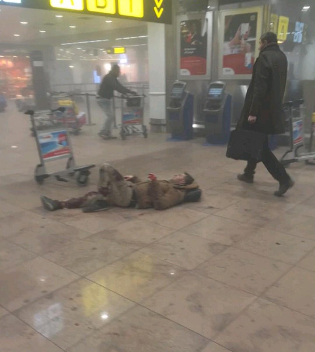 ФОТО, ВИДЕО: Взрывы в аэропорту Брюсселя: 17 погибших