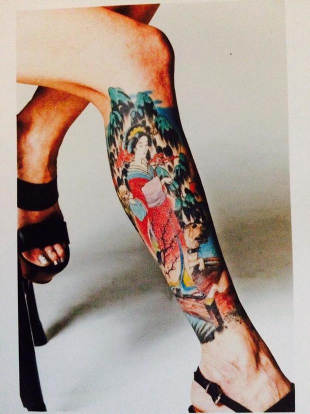 Внучка Сталина показала свои шокирующие татуировки (фото)