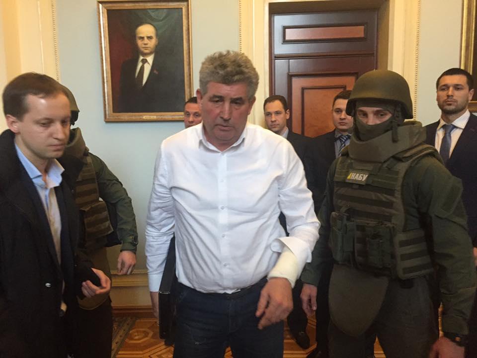 ФОТО: Оскандалившегося судью задержали прямо в ВР