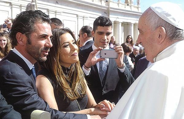 Ева Лонгория встретилась с Папой Римским (ФОТО)