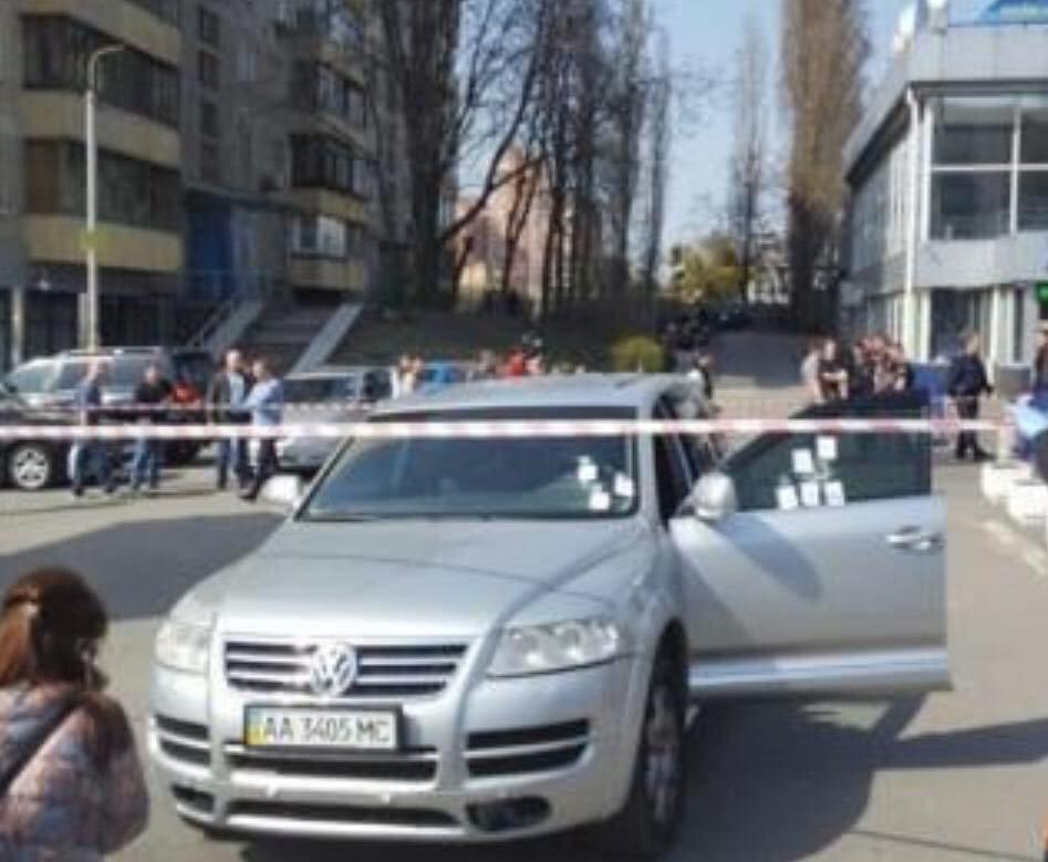 ФОТО: В директора Kiev Sport Club выпустили восемь пуль