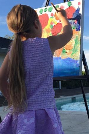Виктория Бекхэм приучает дочь к живописи (ФОТО)