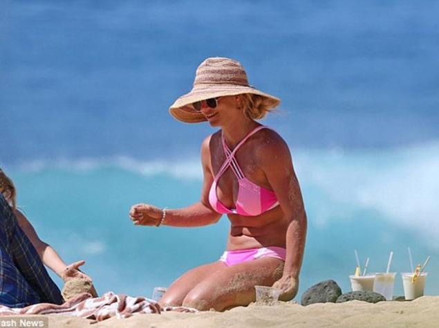 Бритни Спирс отдыхает на Гавайях (ФОТО)